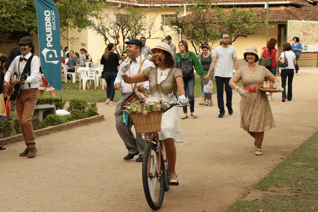 """Elenco em """"Bicicleta Poeta""""."""