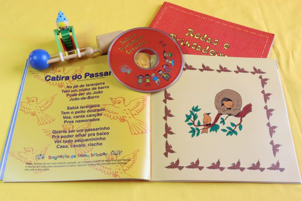 Livro e Disco: Rodas e Brincadeiras Cantada.