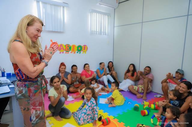Gestores Públicos apresentando os Caminhos da Primeira Infância.